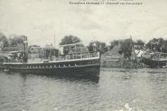 099 Stoomboot Oostzaan IV afvarend van den steiger